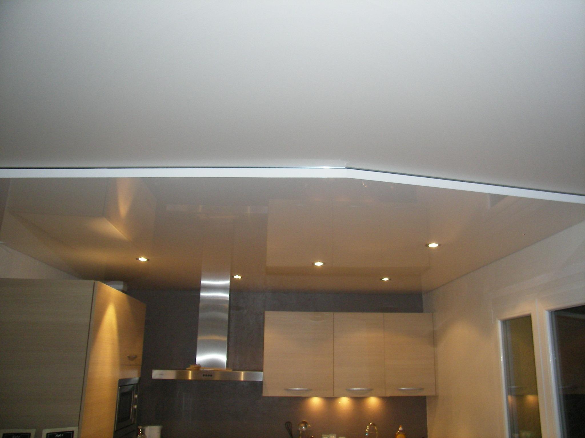 caisson plafond cuisine excellent plafond satin plafond tendu blanc mat et caisson tendu noir. Black Bedroom Furniture Sets. Home Design Ideas