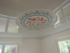 Salon avec imprimé - plafond-tendu