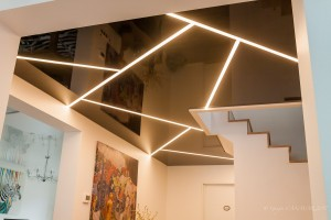 Couloir avec raies lumineuses - plafond-tendu